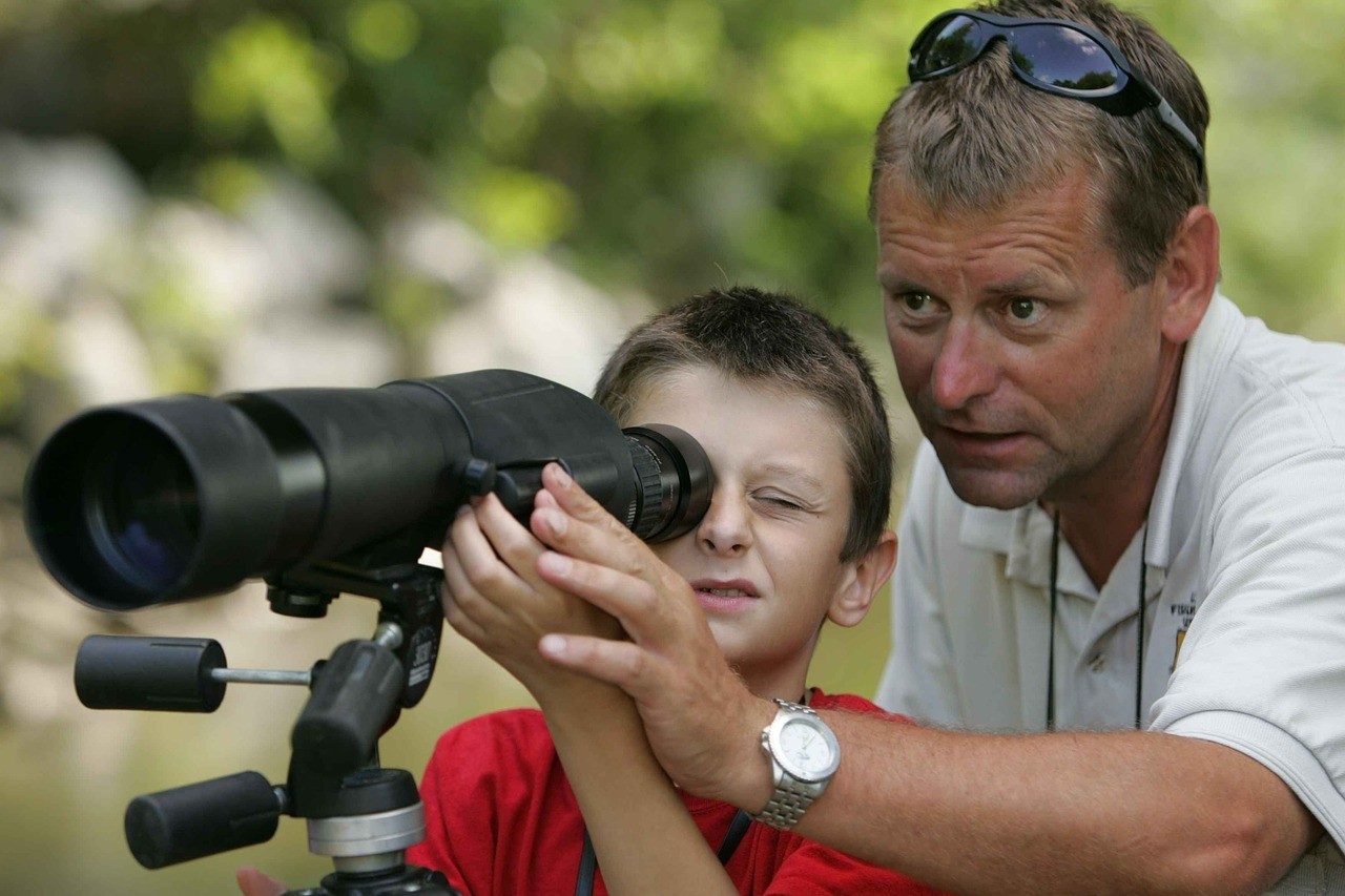 Taking-Pictures-Through-A-Spotting-Scope